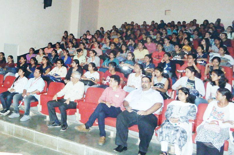 Student seminar attend in SNDT College